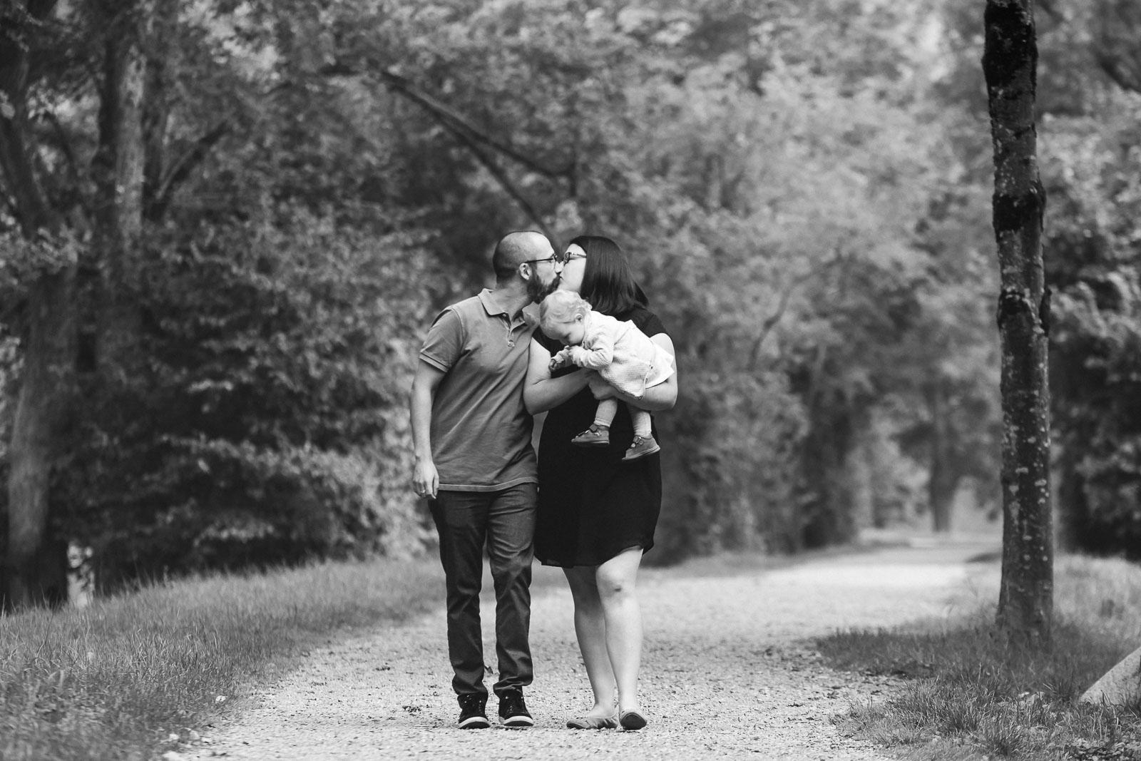 Familienfotografie die Lichtzeichnerin in Wasserburg am Inn3-köpfige Familie Outdoor