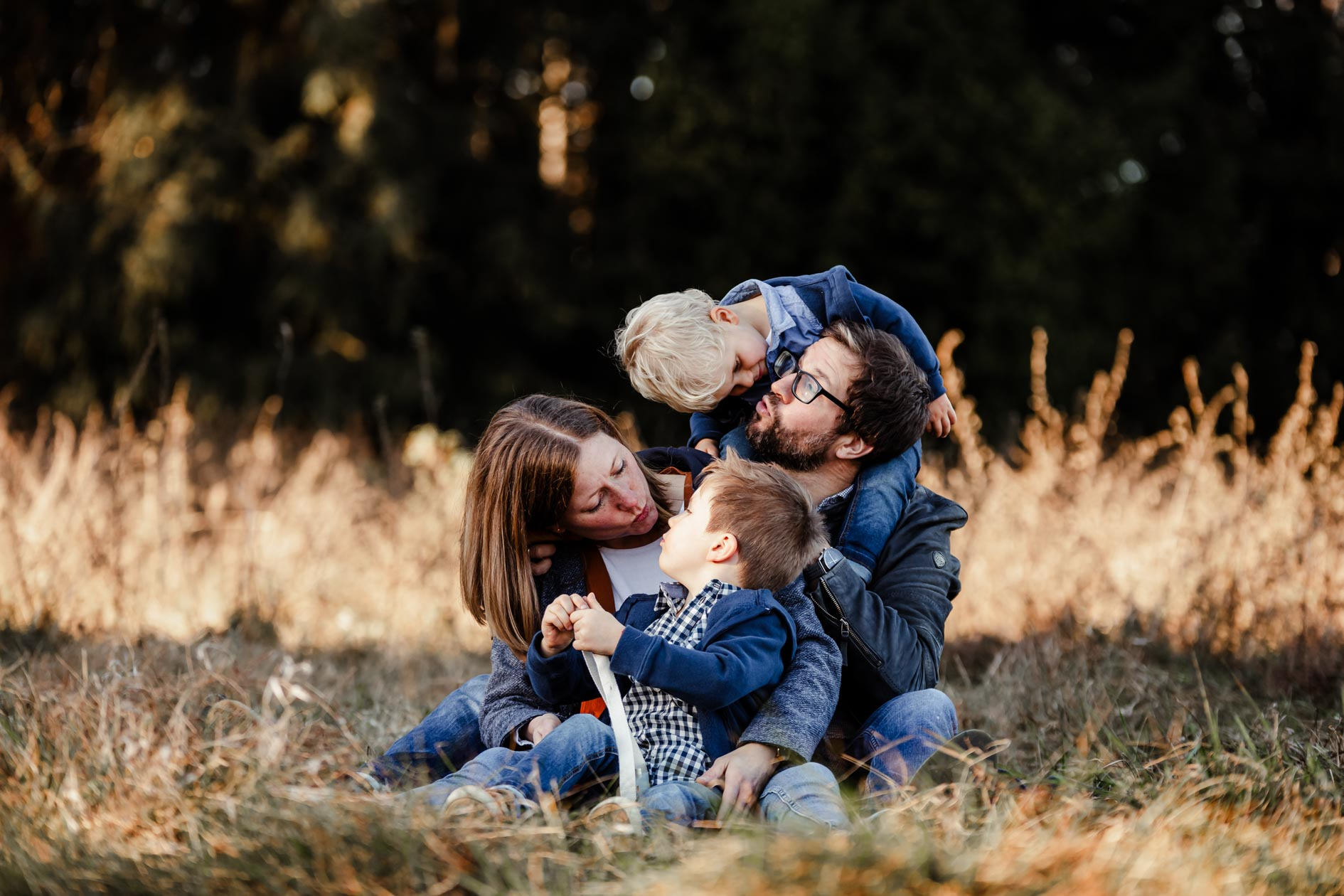 Familie Outdoor im Herbst mit der Lichtzeichnerin Simone Lerner