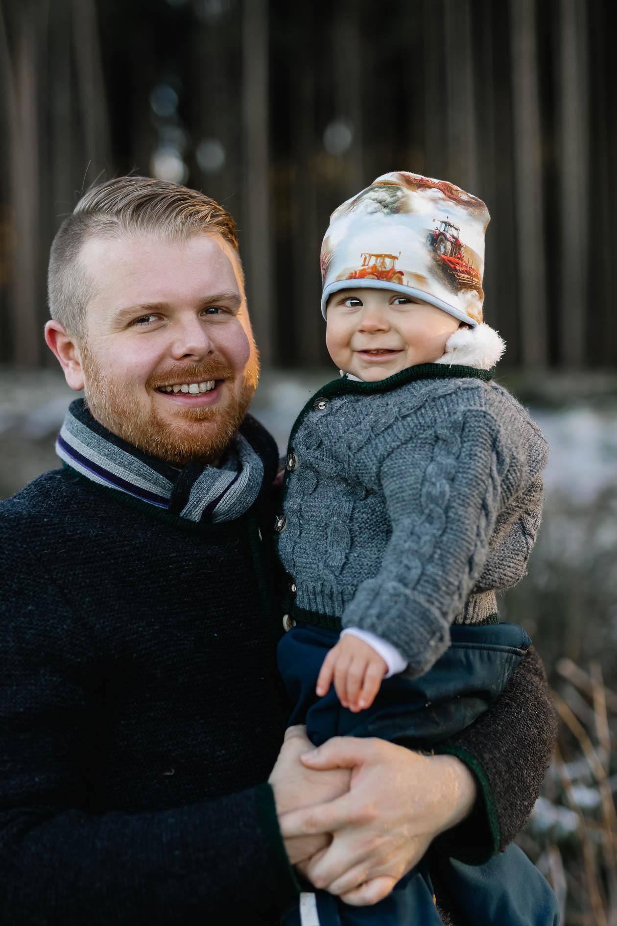 Vater und Sohn beim Familienshooting mit der Lichtzeichnerin Outdoor im Winter