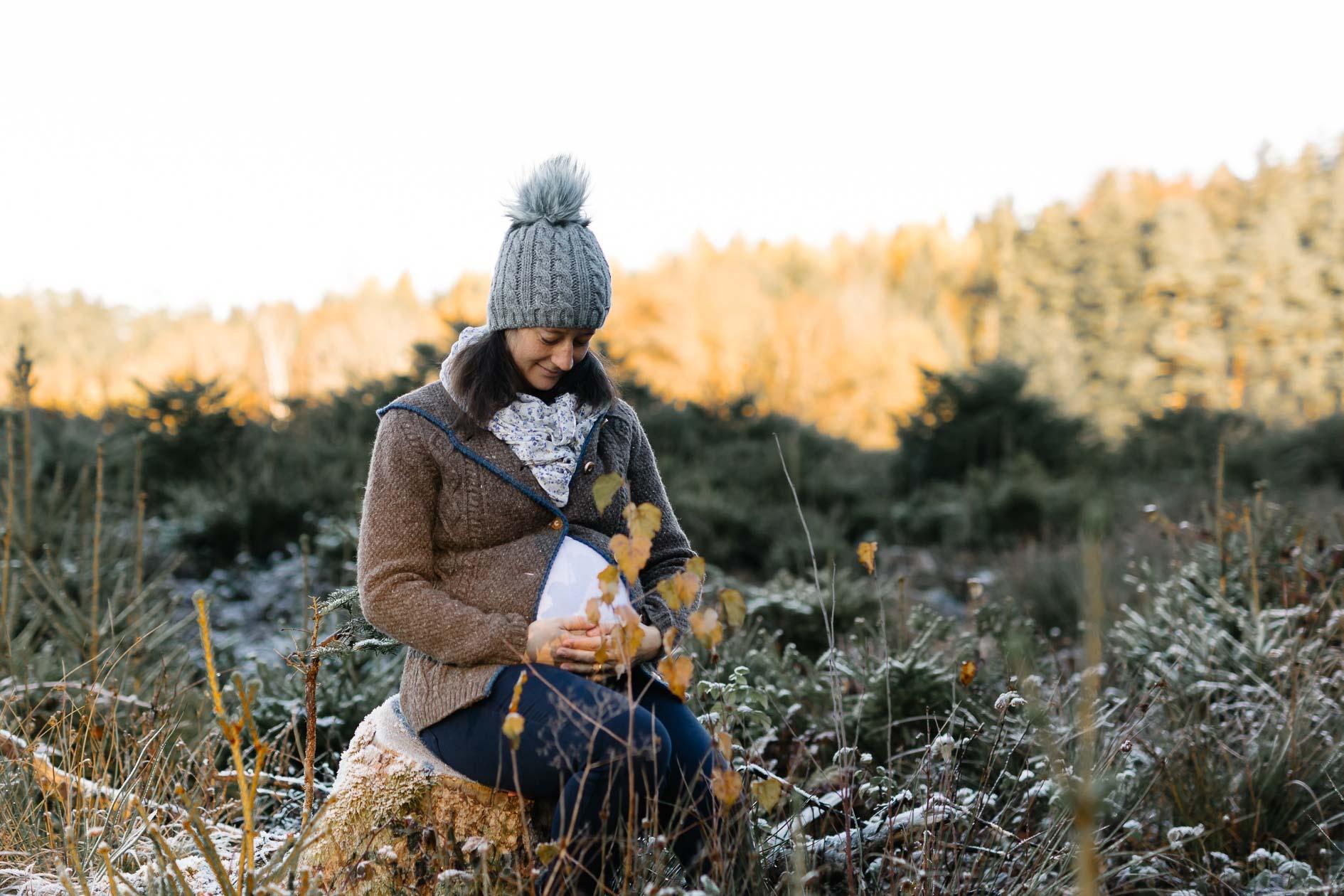 Babybauchfotografie Liebe im Bauch Die Lichtzeichnerin unterwegs im eisigen Wald