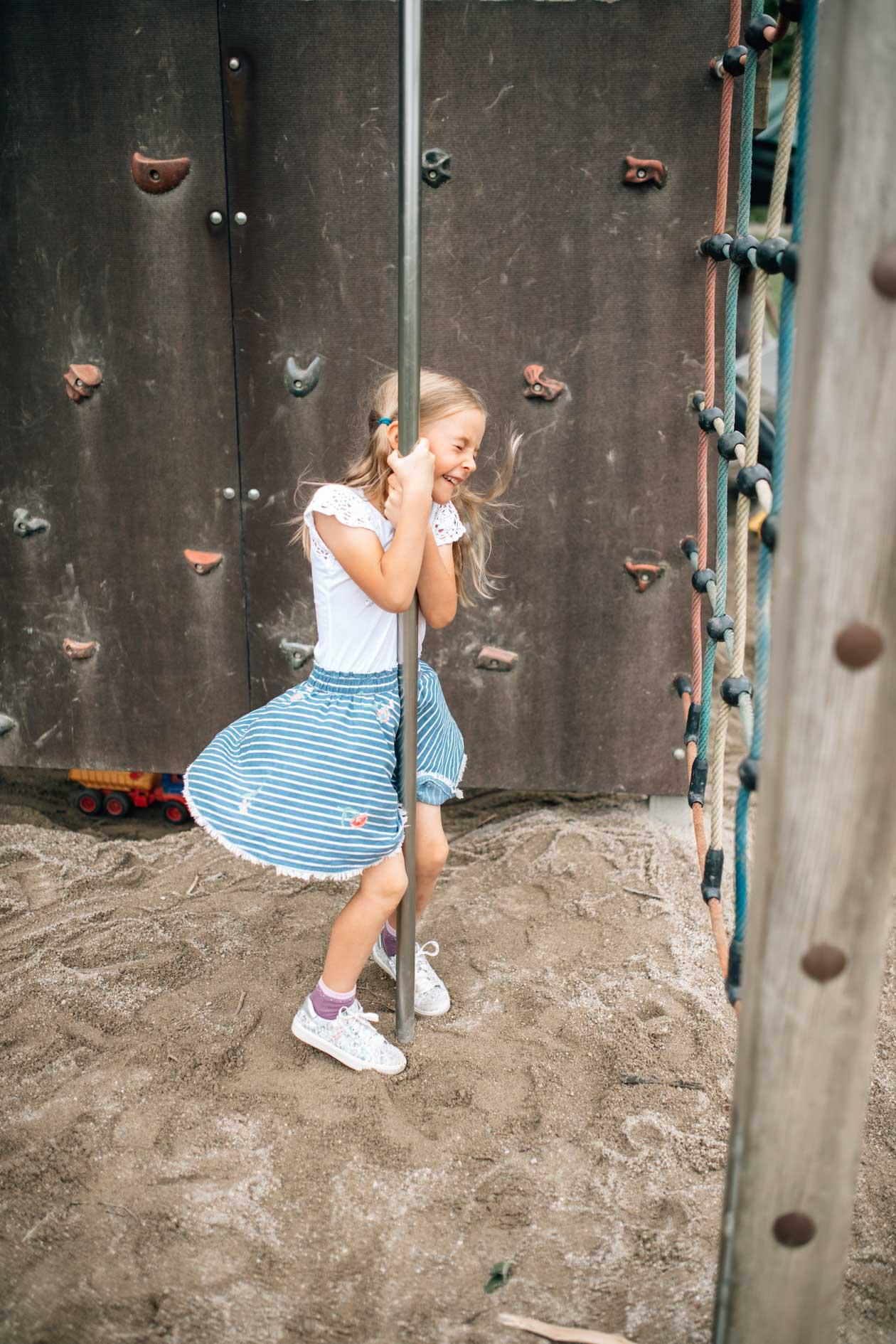 Kindergartenfotografie, echt, authentisch, im Garten, im Spiel, kein Zwang, so wie Kinder sind